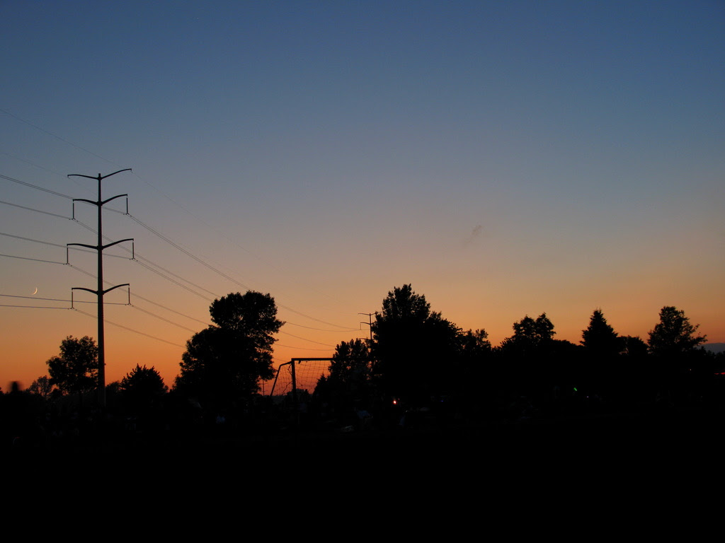 The red setting sun in the city of Cottage Grove.