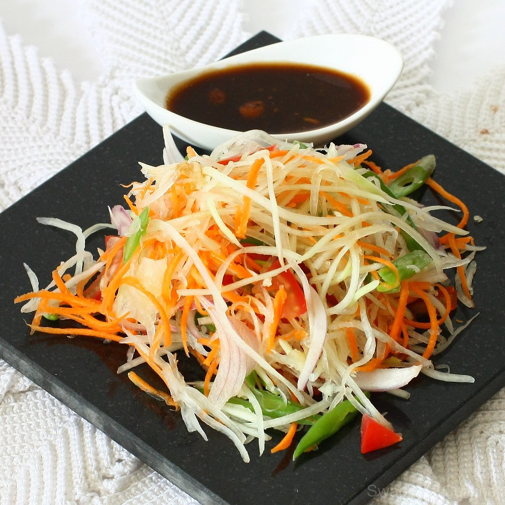 Green Papaya Salad / Kappalanga (Omakka) Salad