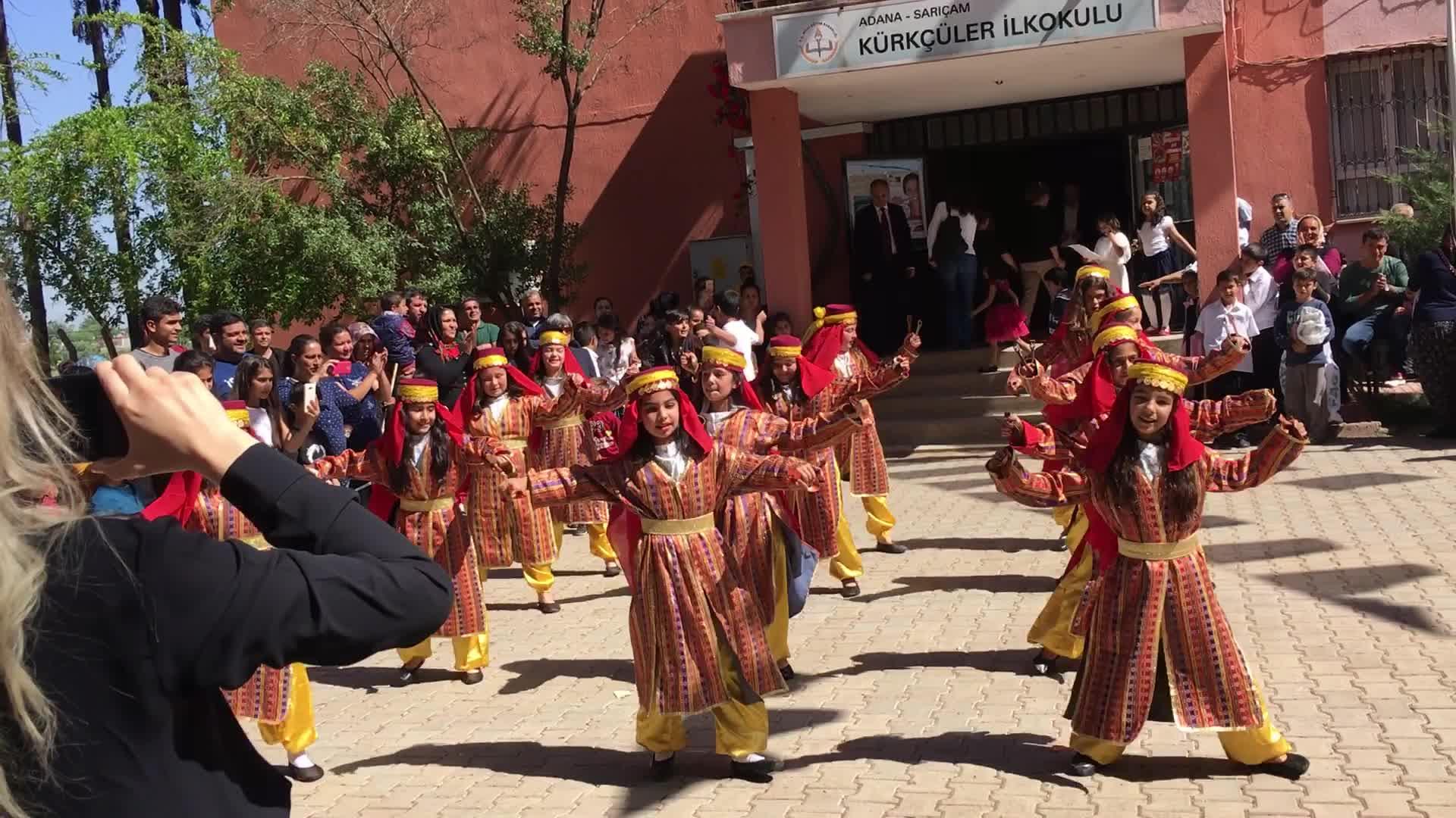 Adana Kürkçüler Ilkokulu öğrencilerinden Erik Dalı Oyunu Izle