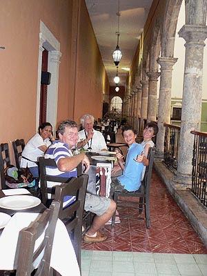 la famille à Campeche.jpg