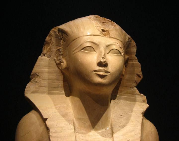 Estatua de Hatshepsut en el Museo Metropolitano de Arte, en Nueva York.