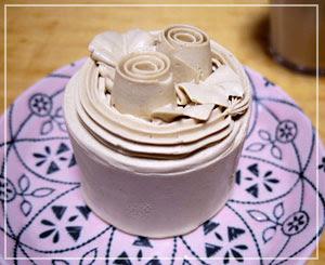 「西洋菓子舗不二家」のモカバターケーキ。ものっすごくガチなバターケーキでした。