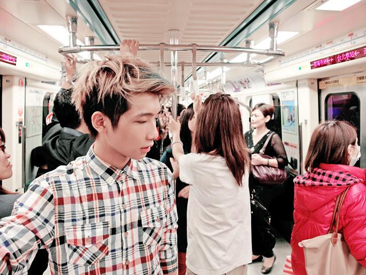 typicalben taking taipei metro