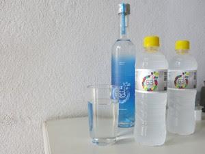 Água do mar é tratada em Bertioga, SP, e fica pronta para ser consumida (Foto: Mariane Rossi/G1)