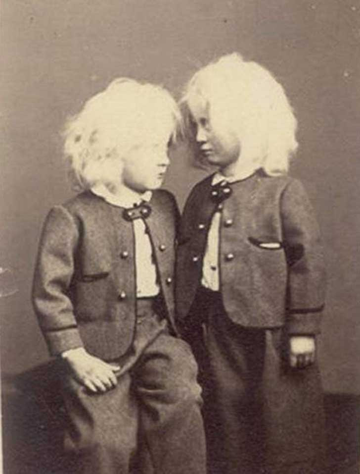 scary-creepy-real-photos-vintage-abino-kids