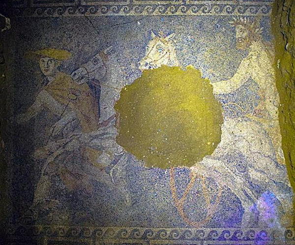 Mosaico encontrado en la segunda cámara de la tumba de Anfípolis.