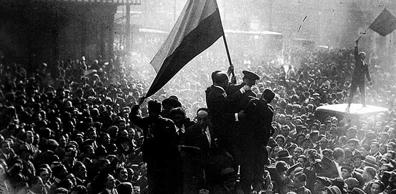 Hace 80 años la madrileña Puerta del Sol se convertía en el epicentro del júbilo. Era martes, 14 de abril de 1931, y España amanecía republicana.