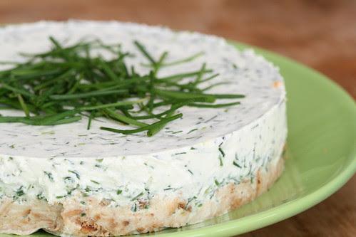 Chive and goat cheese cake / Kitsejuustukook murulauguga