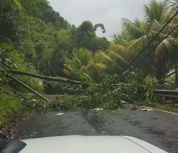 Antes de la llegada del huracán ya eran visibles los primeros efectos en la isla (Twitter Antigua Met Service)