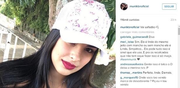 18.abr.2016 - Munik recebeu críticas após aparecer com mancha de desodorante em foto na web