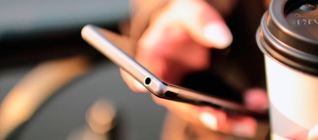 Brasileiros compram menos smartphones e mais feature phones em 2016