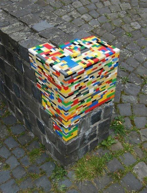 7. Это Lego, идеально облепившее стену вещи, идеально, перфекционист
