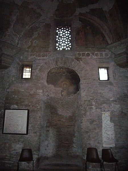 File:Celio - ss Quattro - cappella s Barbara 1070915.JPG