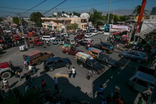Hallan doce cadáveres en capital de Haití y se suma más tensión a la crisis