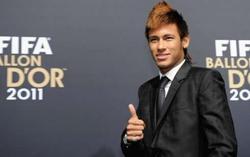 Neymar giving thumbs up in a black suit, at the FIFA Balon d'Or 2011 ceremony