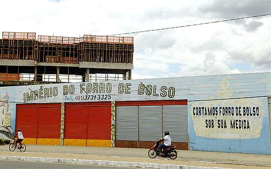 Confecção em Santa Cruz do Capibaribe, onde reportagem da Folha encontrou material