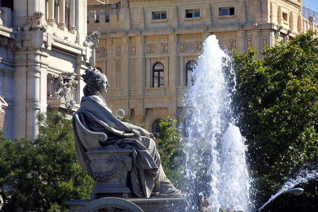 La diosa Cibeles con su corona almenada