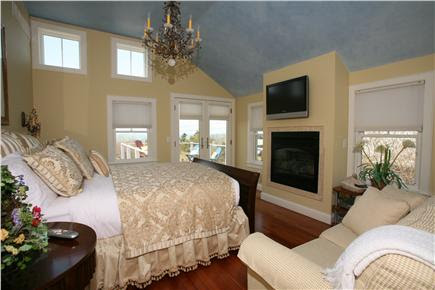 Master Bedroom With Tv Sitting Area - Native Home Garden ...