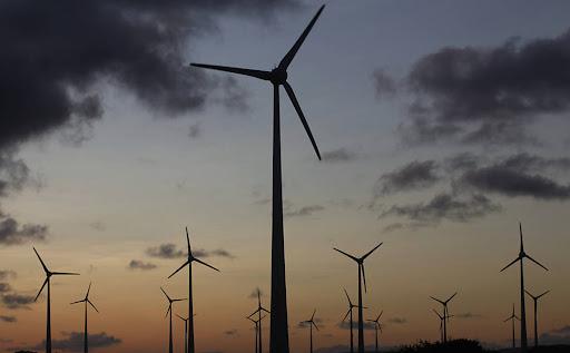 Parque Eólico Rio do Fogo, no Rio do Fogo, no Rio Grande do Norte. O paeque tem 62 aerogeradores que produzem 49,6MW/hora de energia. Isso equivale ao abastecimento de uma cidade de aproximadamente 60.000 habitantes. Foto: UOL