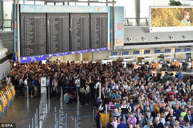 Partes de um terminal no aeroporto mais movimentado da Alemanha em Frankfurt foram fechadas completamente e evacuados em meio a relatos de uma mulher com duas crianças pequenas estava carregando uma bomba
