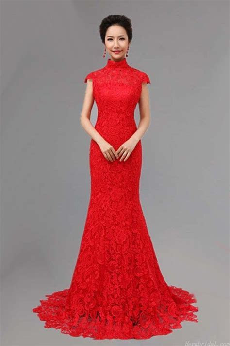 Chinese wedding dress are alway in red, for many east