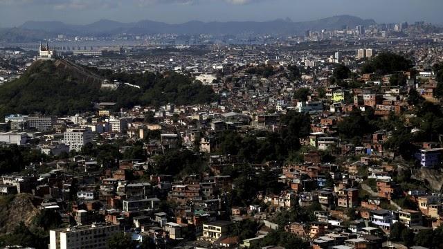 Guerra entre facções deixa três mortos e quatro feridos no Complexo da Penha