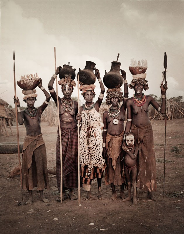 photographs-of-vanishing-tribes-before-they-pass-away-jimmy-nelson-37__880
