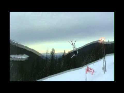 video que muestra como un hombre en la nieve hace un salto triple mortal y cuando cae hace uno simple