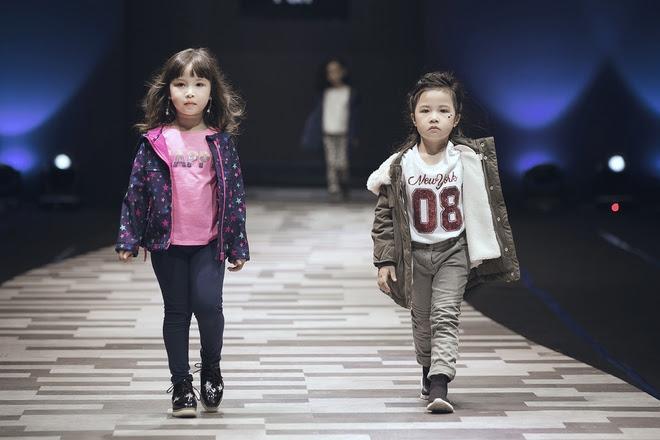 Vũ Cát Tường cùng học trò cưng The Voice Kid tỏa sáng trong đêm diễn cuối của Tuần lễ Thời trang Thiếu Nhi - Ảnh 11.