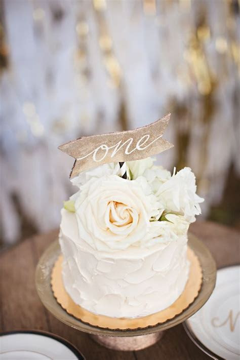 25  best ideas about Anniversary Cakes on Pinterest   50th