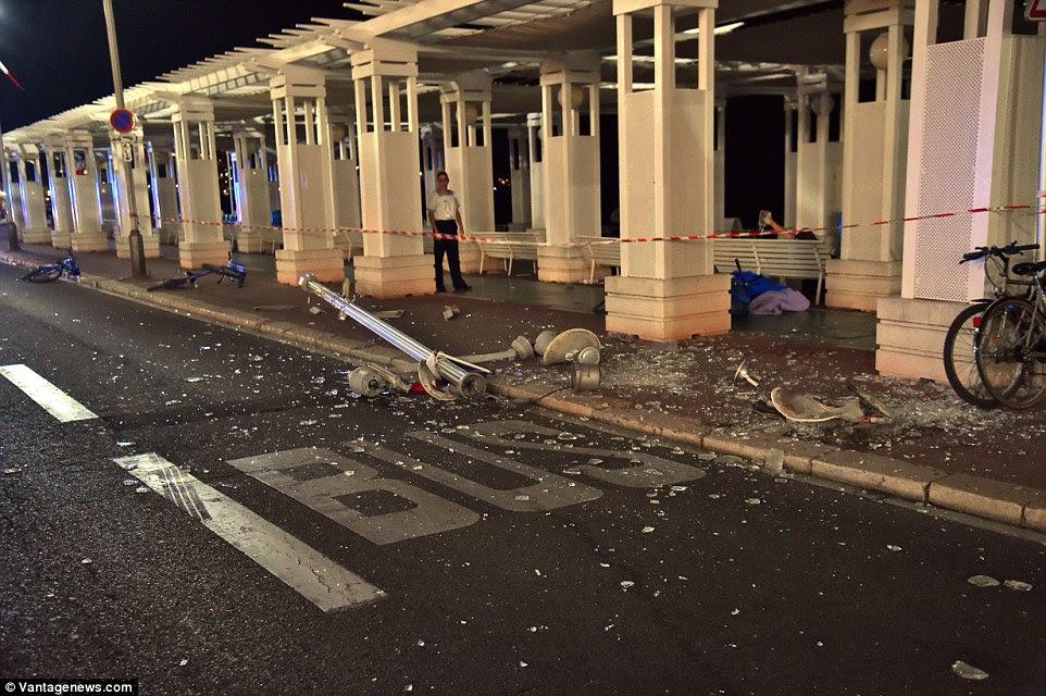 Carnage: O morto zig-zagged através da estrada tentando acertar o maior número de pessoas possível, incluindo várias crianças mortas enquanto observavam os fogos de artifício