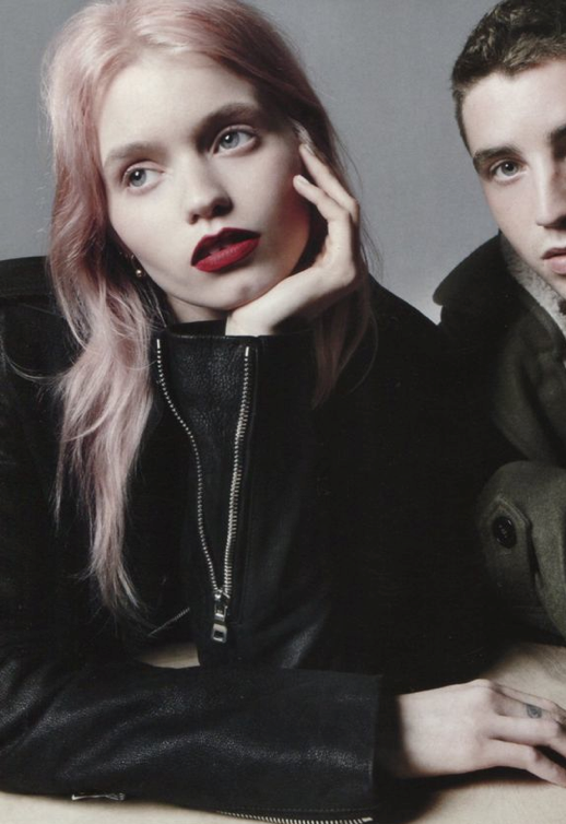 VOGUE CHINA ABBEY LEE KERSHAW MODEL PINK HAIR DARK RED LIPS OVERSIZED BLACK MOTO LEATHER JACKET COUPLE EDITORIAL 4