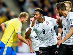 Mit Nerven aus Stahl schupft David Alaba den Elfmeter zum 1:0 gegen Schweden in die Maschen (8.9.2015)