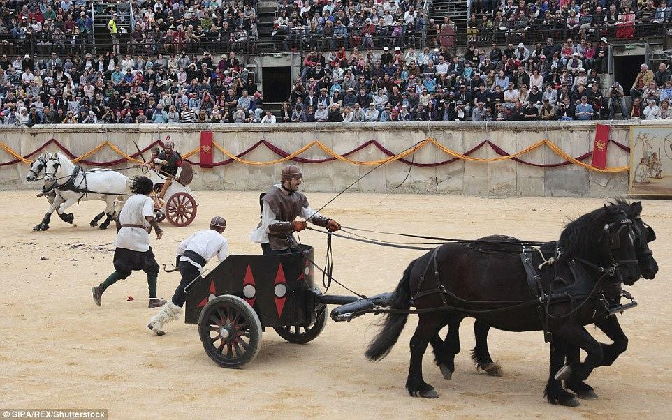 corridas de bigas eram uma parte fundamental da vida romana e muitas vezes atraiu milhares de espectadores
