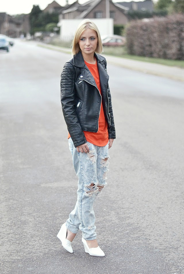 Outfitpost by belgium fashion blogger turn it inside out: wearing zara leather jacket 2014, Asos tomato baseball top, one teaspoon baggy boyfriend jeans, h&m trend white wedge heels