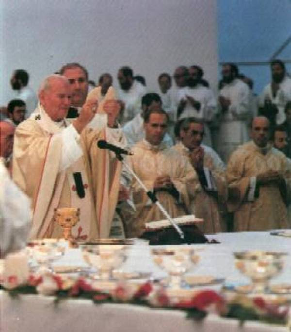 Novus Ordo Missae: «impressionante allontanamento dalla teologia cattolica»