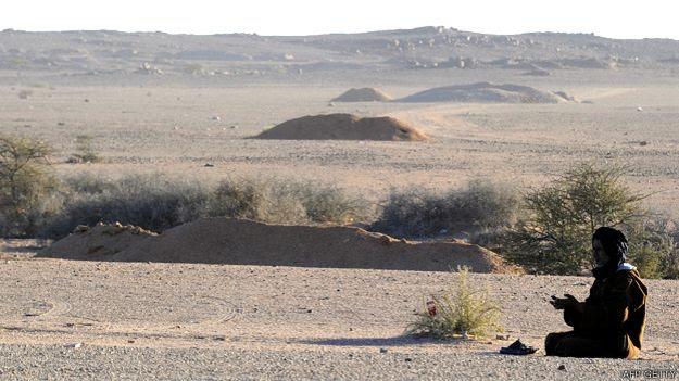 Las paredes defensivas construidas por Marruecos en el Sahara Occidental tienen una altura de entre dos y tres metros.