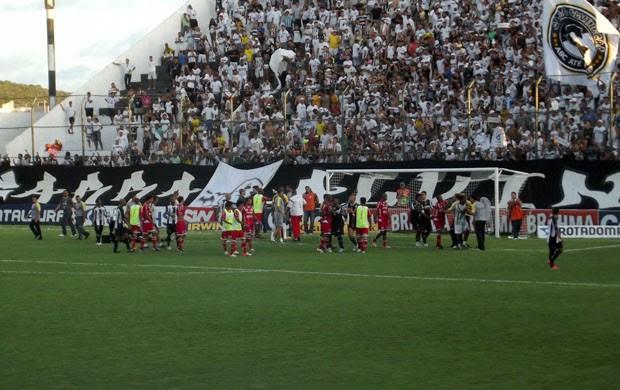 Com final de jogo polêmico, ABC e América-RN empataram por 2 a 2 (Foto: Jocaff Souza/GLOBOESPORTE.COM)