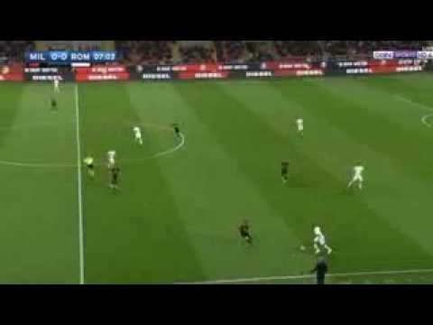 تألق فريق روما هذا المساء حيث فاز على مضيفه ميلان بأربع أهداف لهدف