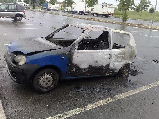 auto incendiata nel parcheggio 11 settembre