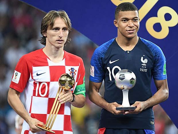Croata Luka Modric ganha Bola de Ouro, e francês Mbappé leva prêmio de revelação