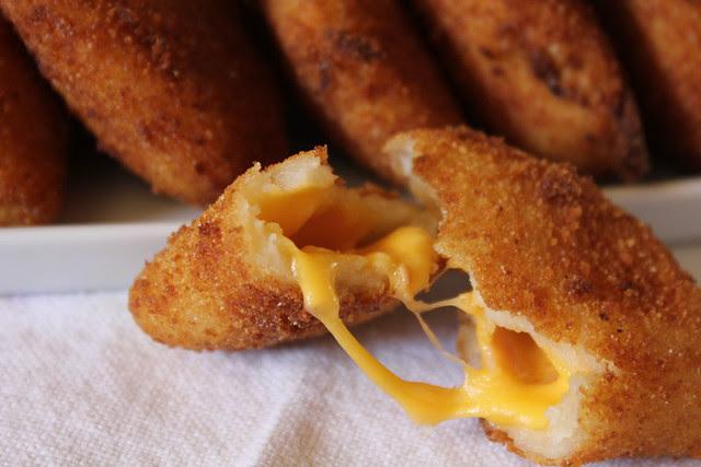 Rissois de queijo e fiambre