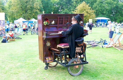 Piano Man returns with bicycle piano
