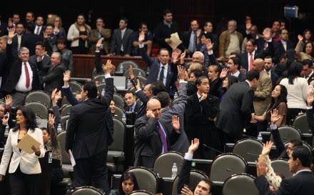 Diputados priistas durante la sesión en San Lázaro. Foto: Benjamin Flores
