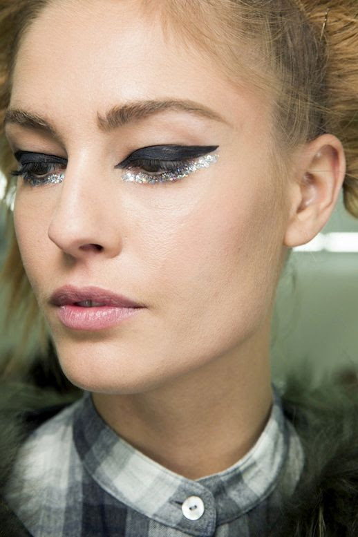 LE FASHION BLOG BACKSTAGE BEAUTY CHANEL COUTURE SS2014 BLACK AND GLITTER EYELINER 4 photo LEFASHIONBLOGBACKSTAGEBEAUTYCHANELCOUTURESS2014BLACKANDGLITTEREYELINER4.jpg