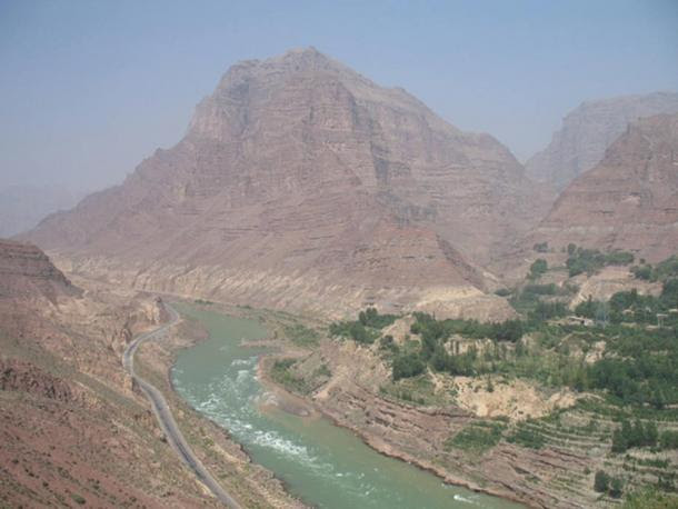 A view of Jishi Gorge, upstream from the landslide dam researchers say unleashed a great flood in China almost 4,000 years ago. Gray silt deposits are visible dozens of meters above the water.