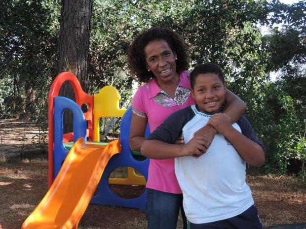 Mãe procurou ajuda para cuidar do filho com autismo (Foto: Isabela Ribeiro / G1)