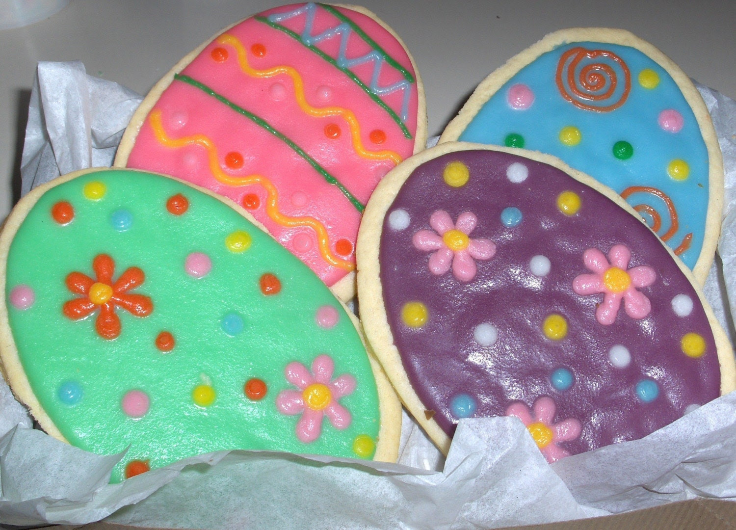 GIANT EGG COOKIE-Decorated sugar cookie with rich Buttercream frosting-CUSTOM EASTER GIFT
