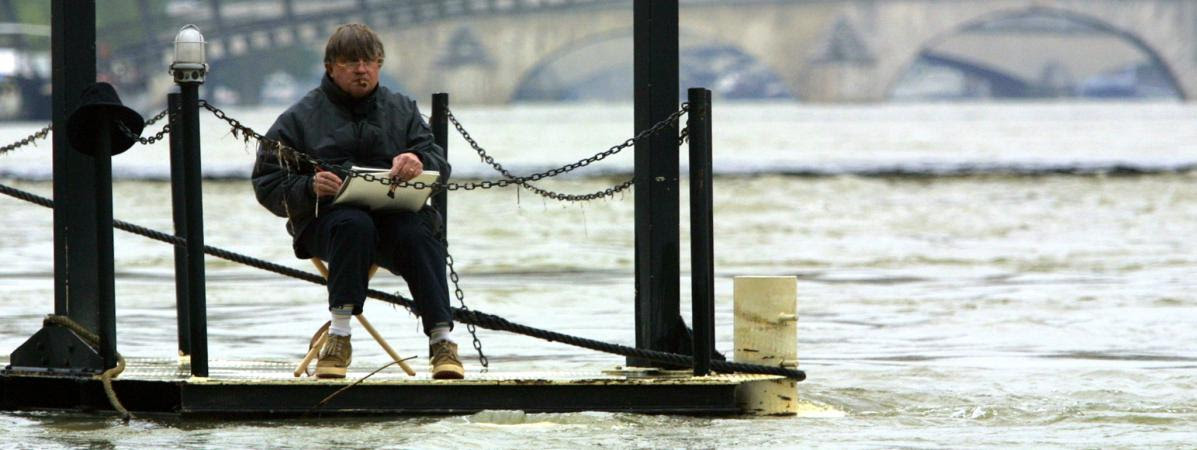An artist draws along the Seine flooded in  Paris on 4 May 2001.
