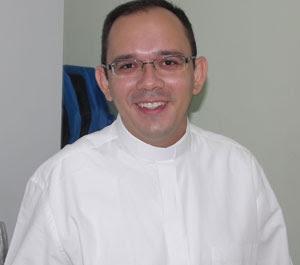 Resultado de imagem para Pe. Rafhael Silva Maciel